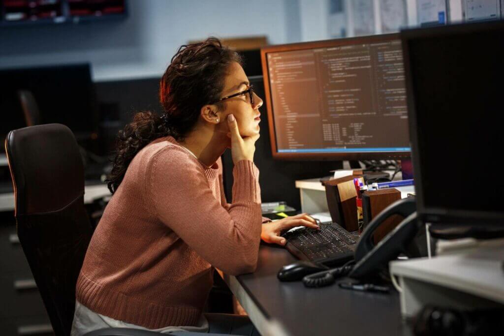 Freelancer vor dem Computer